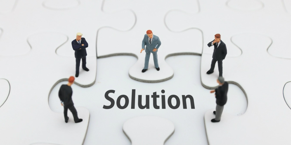 他社の導入事例も参考にしながらIoTの導入を検討